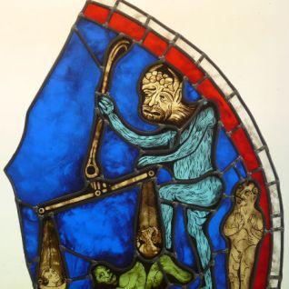 Pauline Le Goïc. Exercice de restauration selon les techniques du XIIiè siècle. reproduction d'une partie du médaillon de la pesée des âmes.