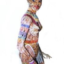 Pauline Le Goïc, Femme redoutable couverte de papiers roulés issus des catalogues La Redoute, collection printemps-été et automne-hiver 2002-2003
