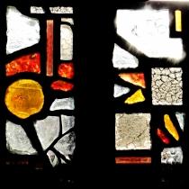 Dalles de verre sérigraphiées, peintes à la grisaille, jaune d'argent ou rouge de cuivre, et/ou thermoformées