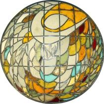 Pauline Le Goïc, cercle central des portes Umô, vitrail bombé monté au plomb avec verre coloré et papier washi incrusté de cendres et plumes