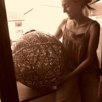 Pauline Le Goïc, Chaosmos I - Gématria, sphère de verre montée au plomb avec verre thermoformé et sérigraphié